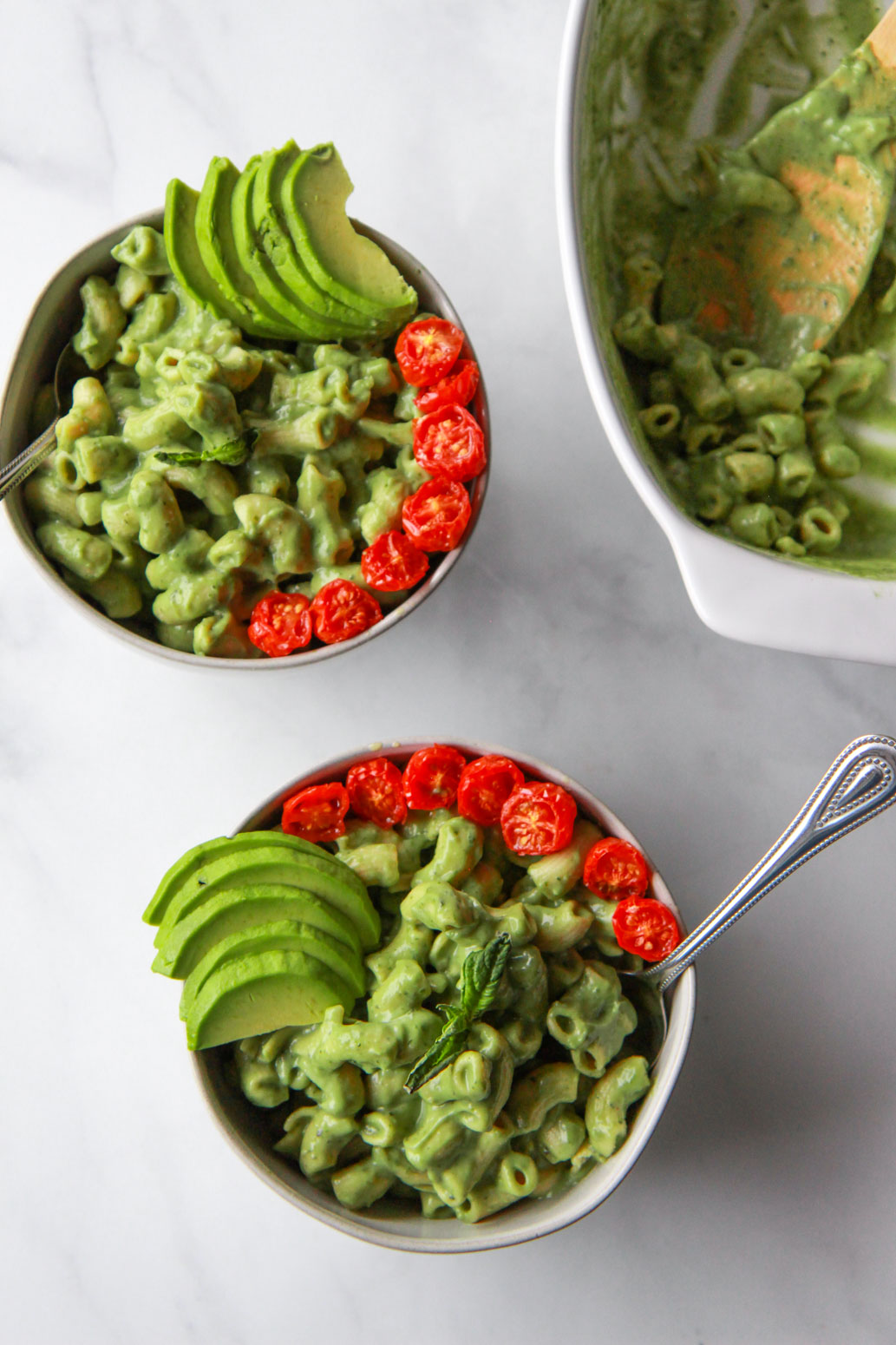 This creamy vegan avocado mac and cheese comes together in just 20 minutes. This nut-free vegan macaroni and cheese is unbelievably creamy and cheesy, due to the avocado and nutritional yeast. Gluten-free option.
