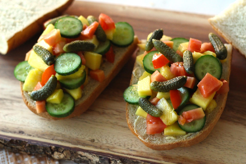 tropical fruit sandwich a la sandwicherie vegan baguette papaya pineapple mango french vinaigrette food blog recipe vegetarian zenanzaatar