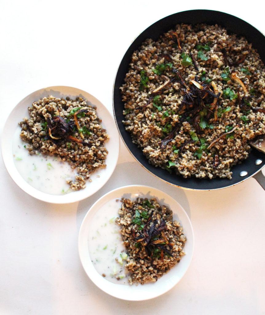 mujadara mujaddara syrian lebanese bulgur rice lentils fried onion cucumber mint yogurt vegan vegetarian zenanzaatar recipe food blog mediterranean