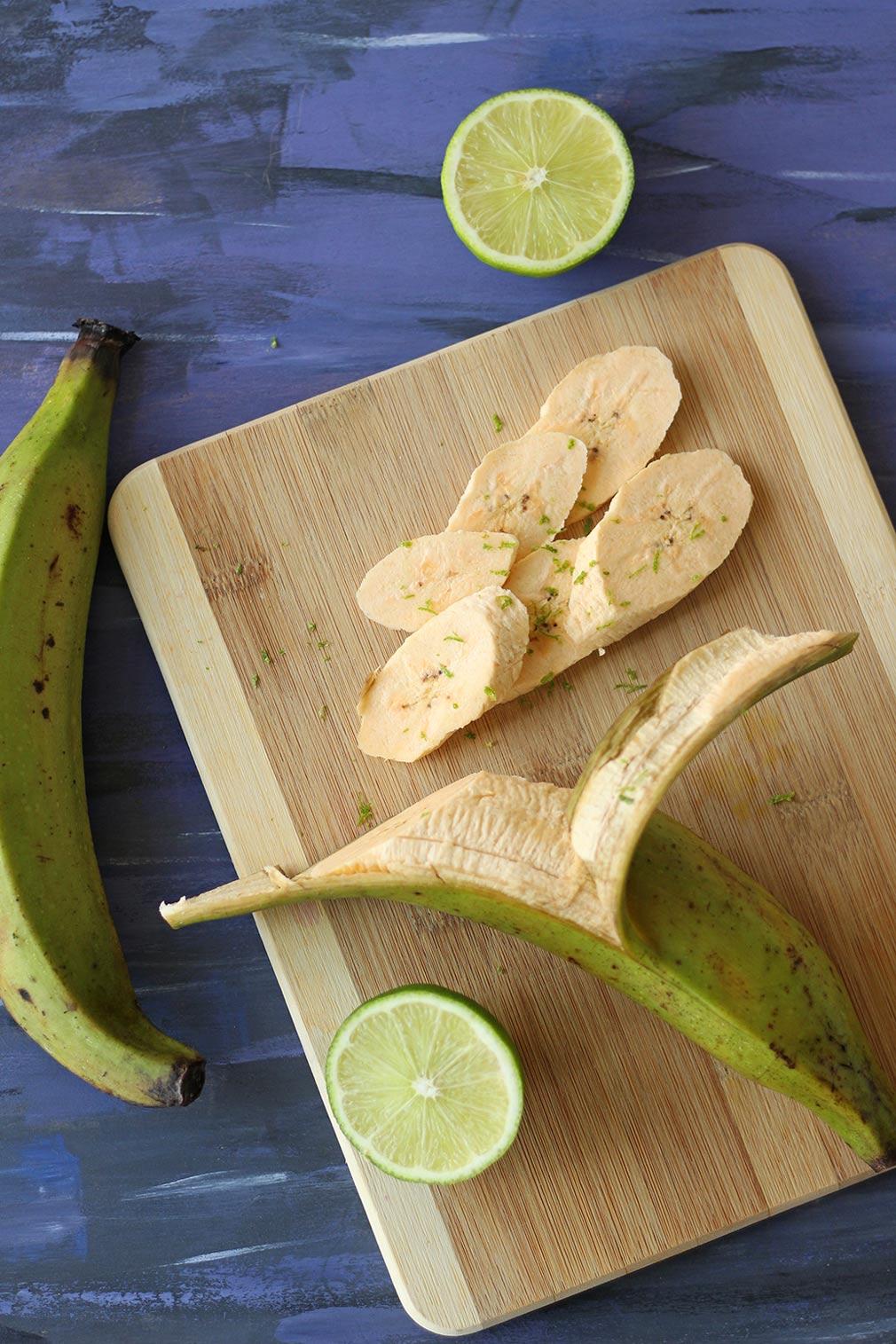 air fryer fried plantain chips plantains guacamole lime chili avocado garlic vegan vegetarian snack easy healthy recipe zenaznzaatar zenandzaatar food blog blogger zena