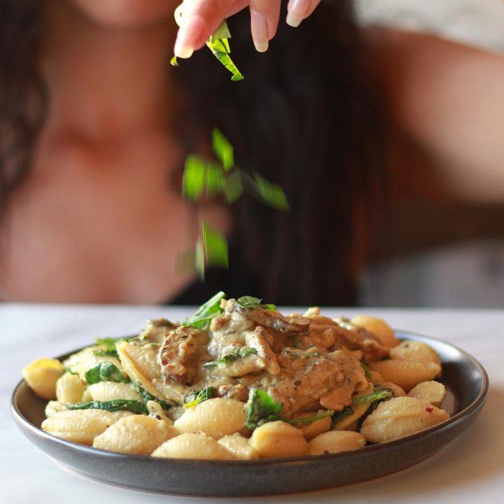 vegan mushroom stroganoff pasta low fat creamy sauce vegetarian oyster shiitake recipe zenandzaatar food blog mediterranean
